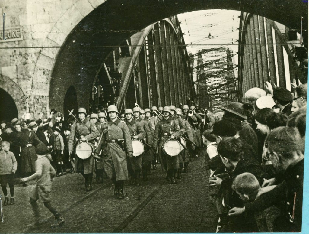 Germans march into Sudenland