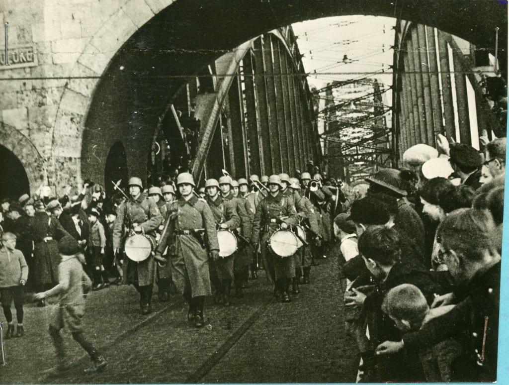 Germans march into Sudenland
